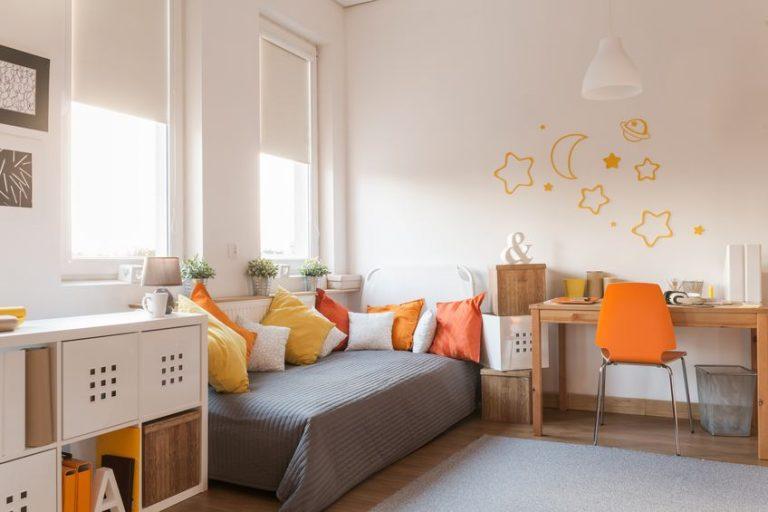 Sala de estar con cómoda
