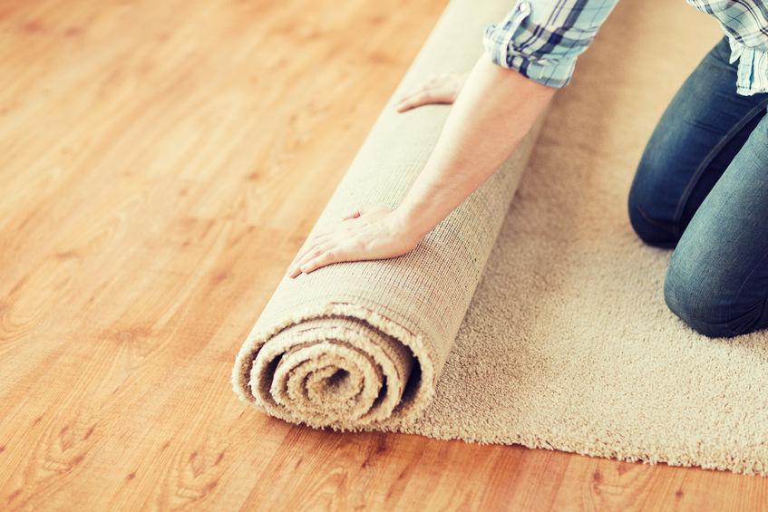 extendiendo alfombra