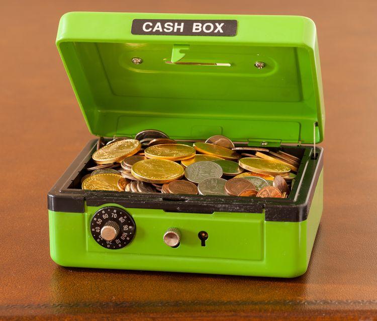 Caja fuerte con dinero dentro
