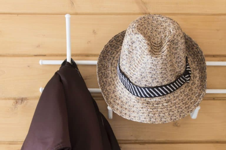 Sombrero en perchero