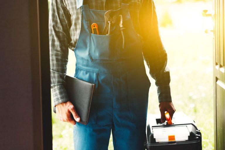 Hombre con herramientas