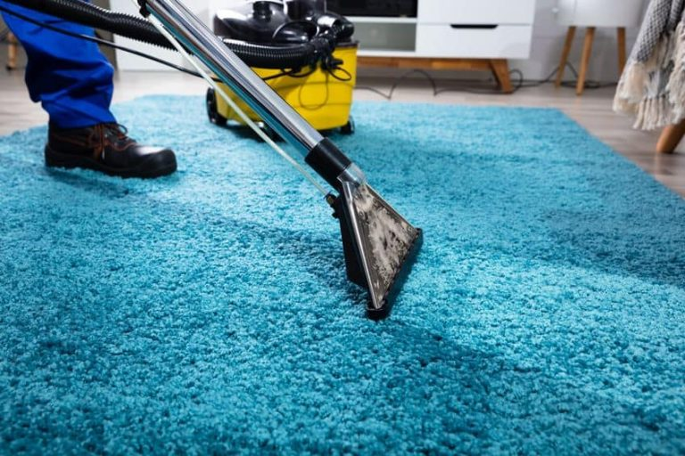 Aspiradora industrial sobre alfombra