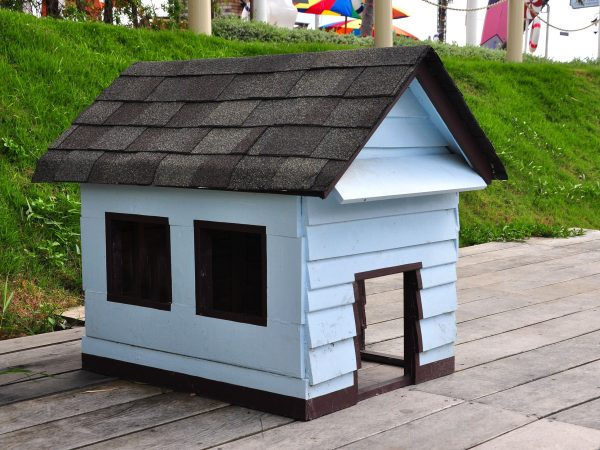 19638805 – wooden dog house
