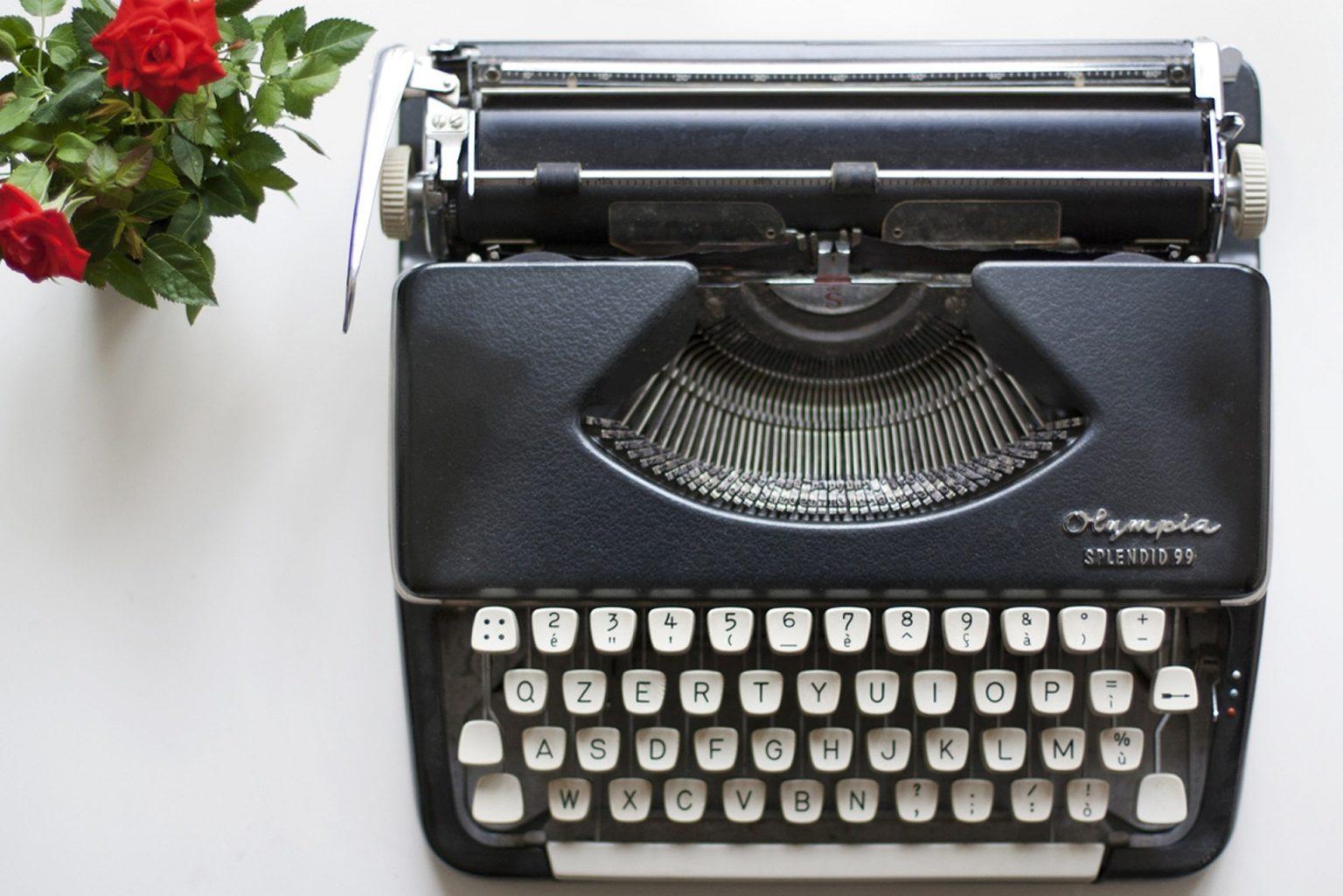 maquina de escribir negra