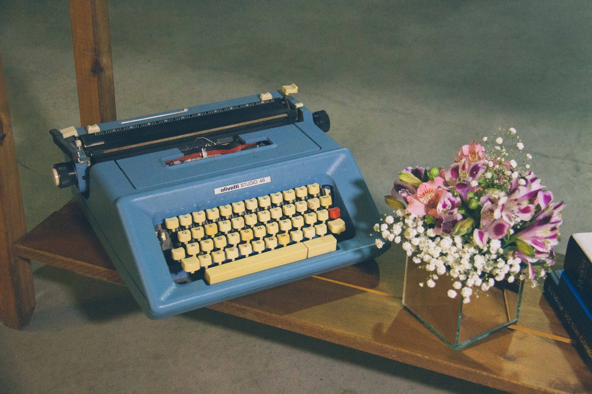 maquina de escribir azul