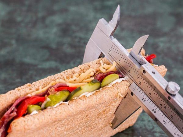 midiendo hotdog