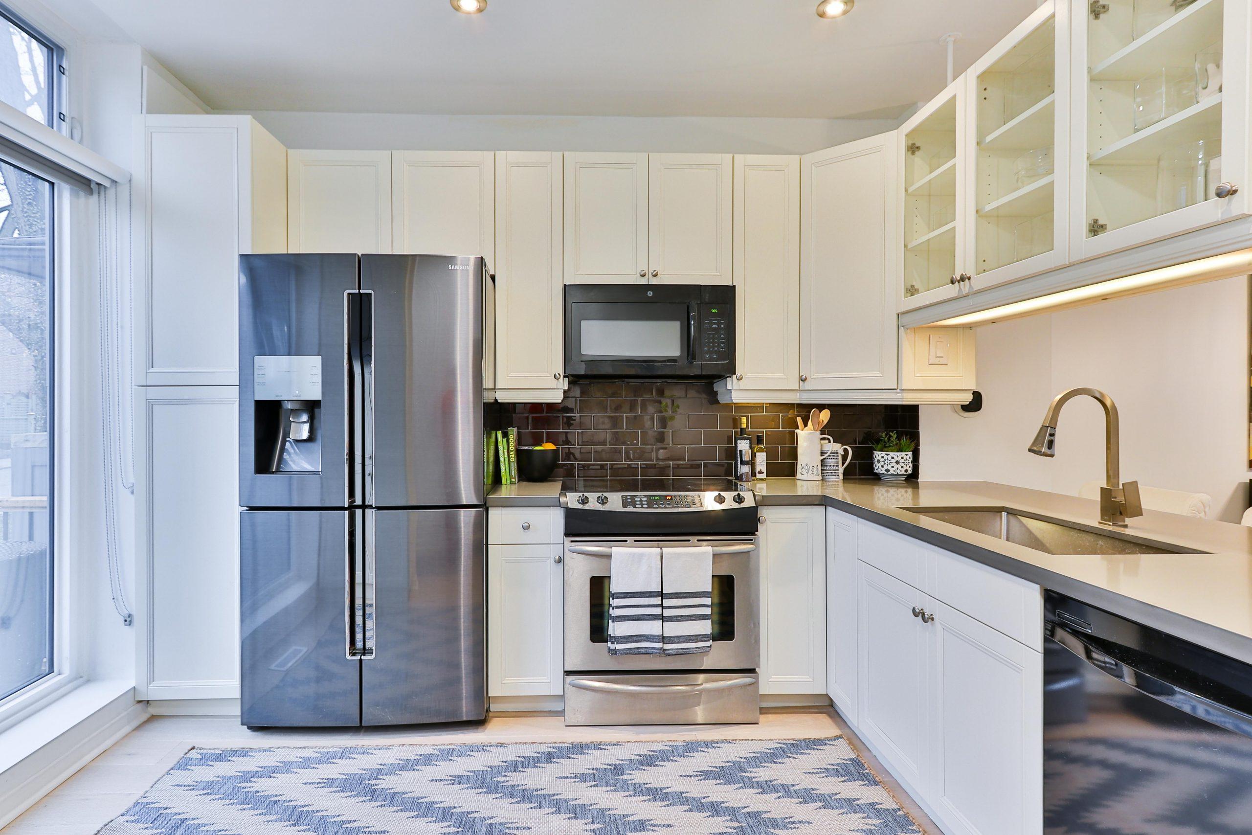Imagen de cocina moderna con horno eléctrico