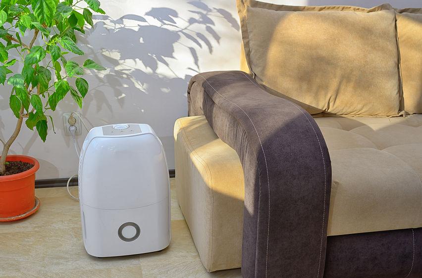 aire acpdicionado al lado de un sillon