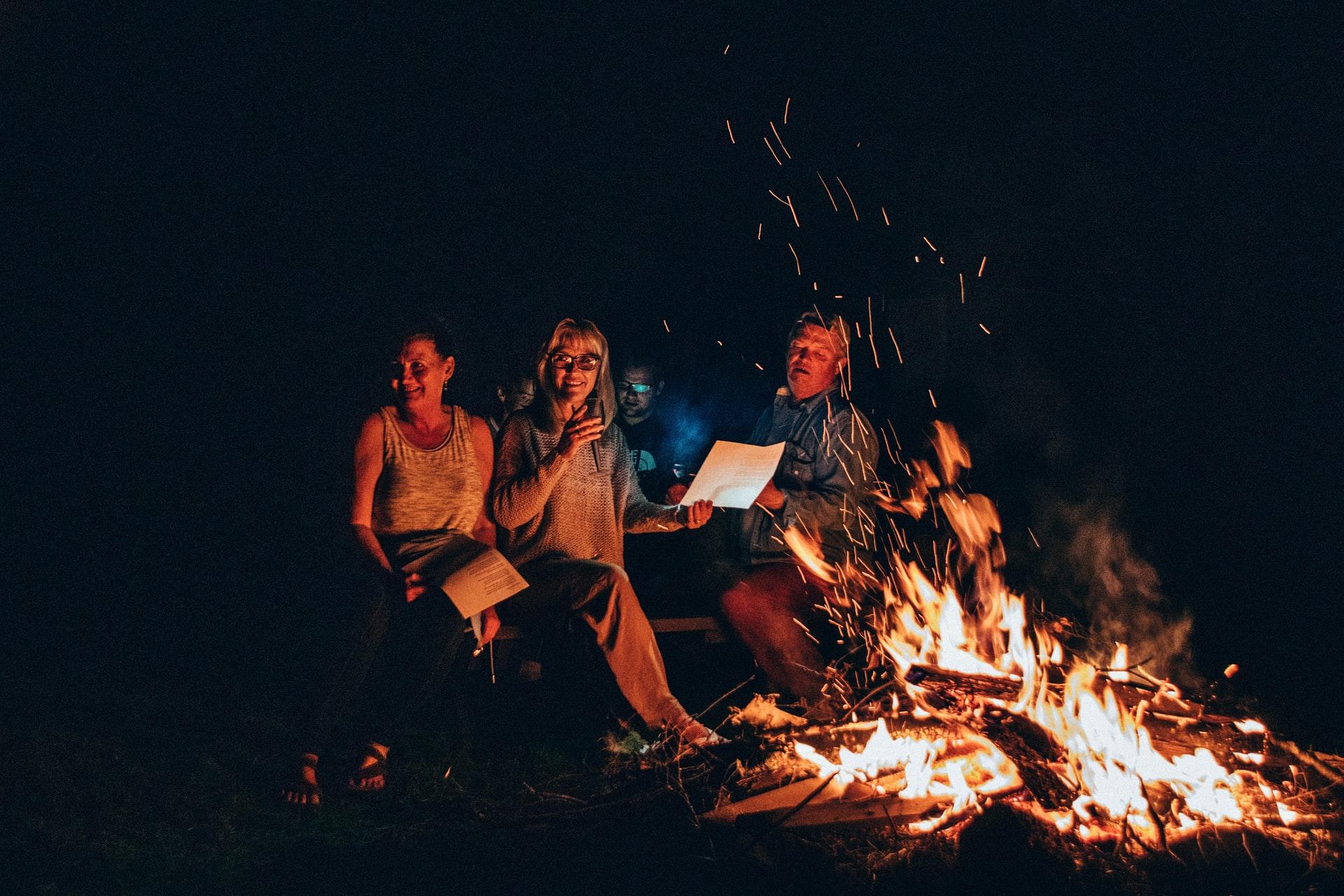 amigos en campamento