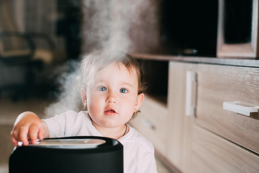 niño con humidificador