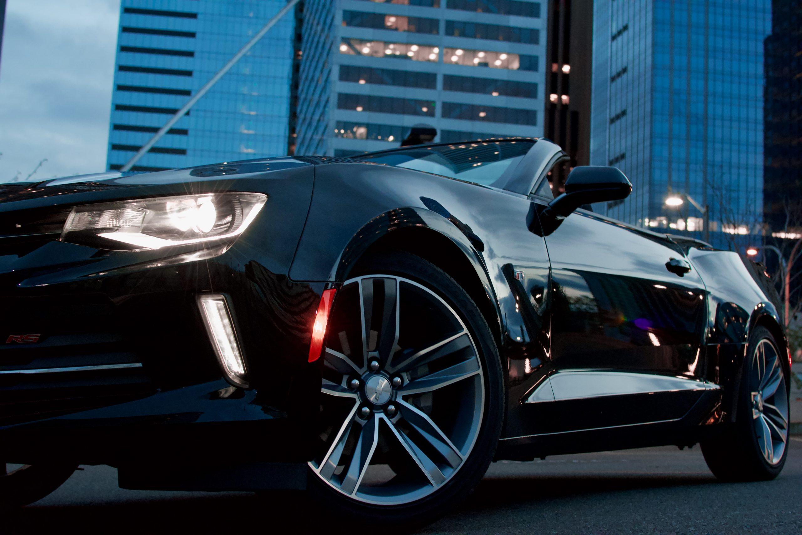 Auto negro recién pulido