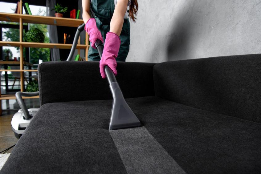 limpiando sillon