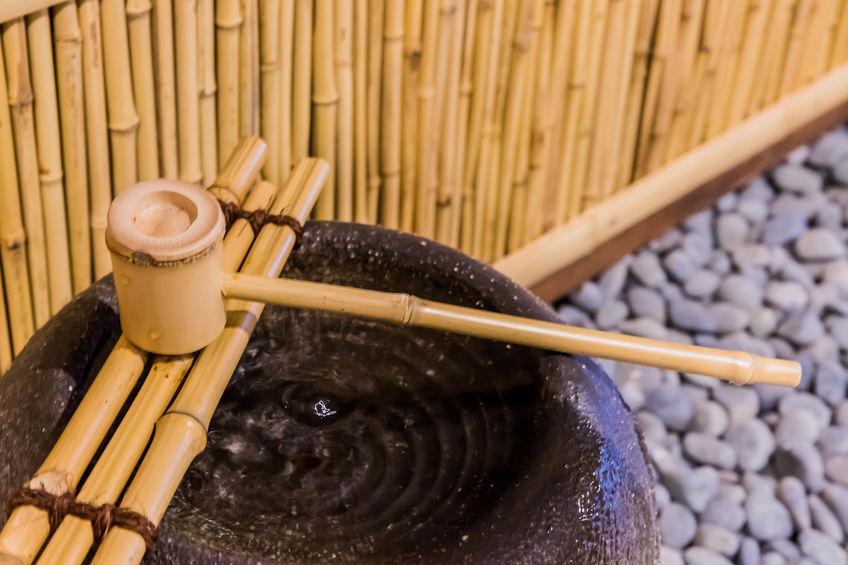 fuente de bambu
