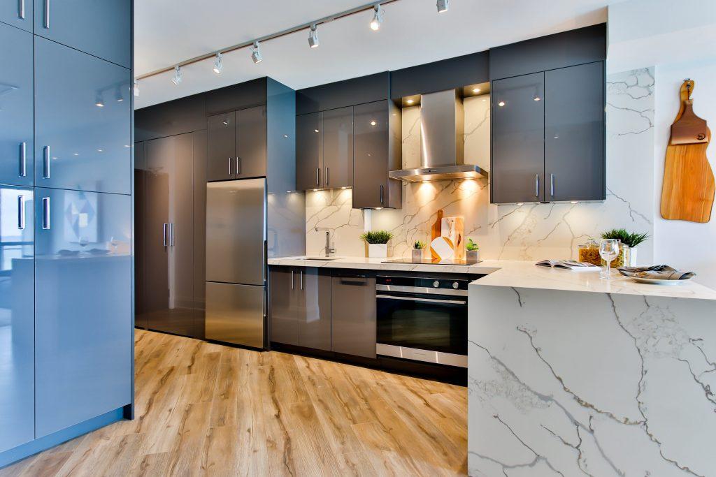refrigerador en cocina moderna