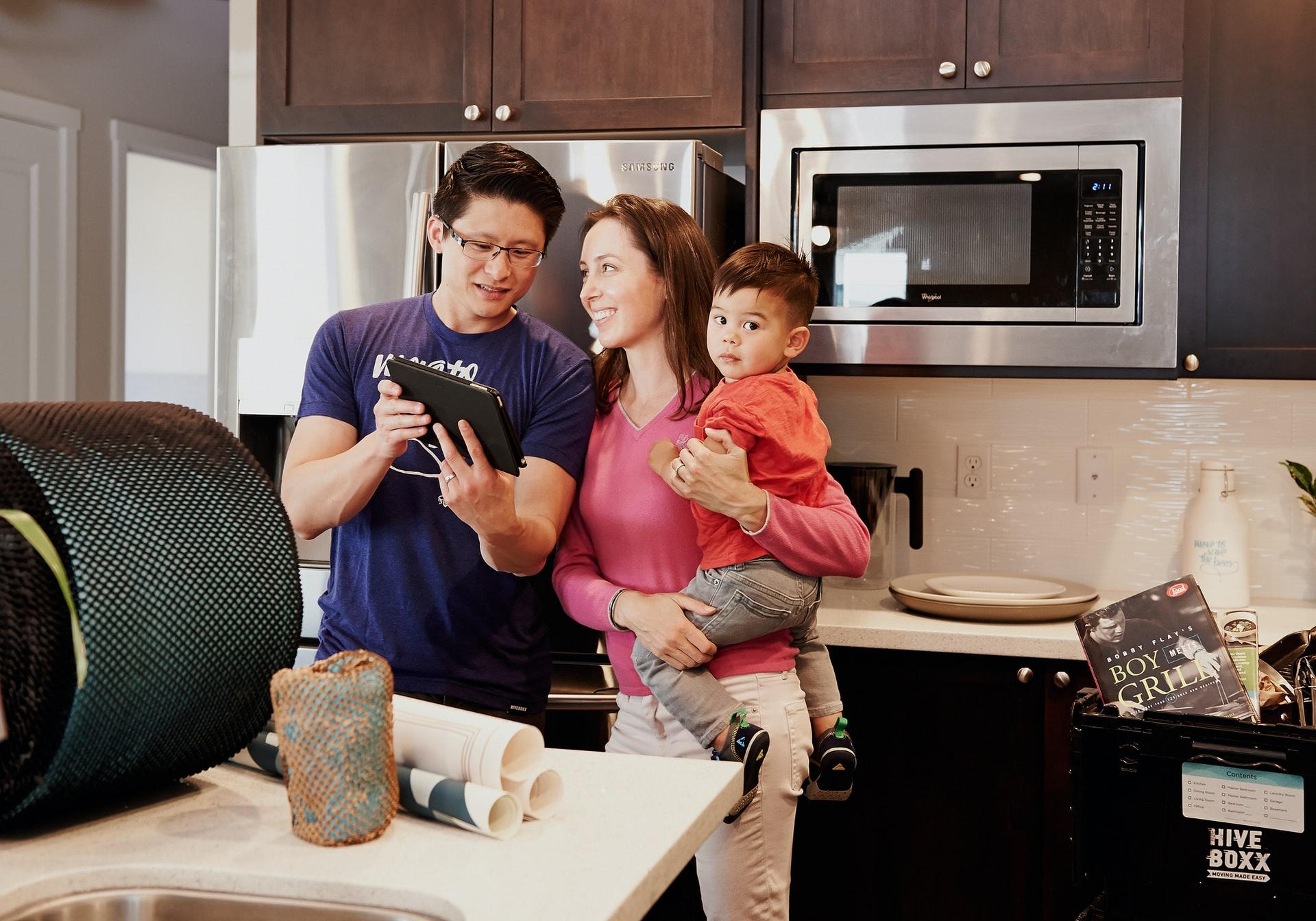 familia en cocina