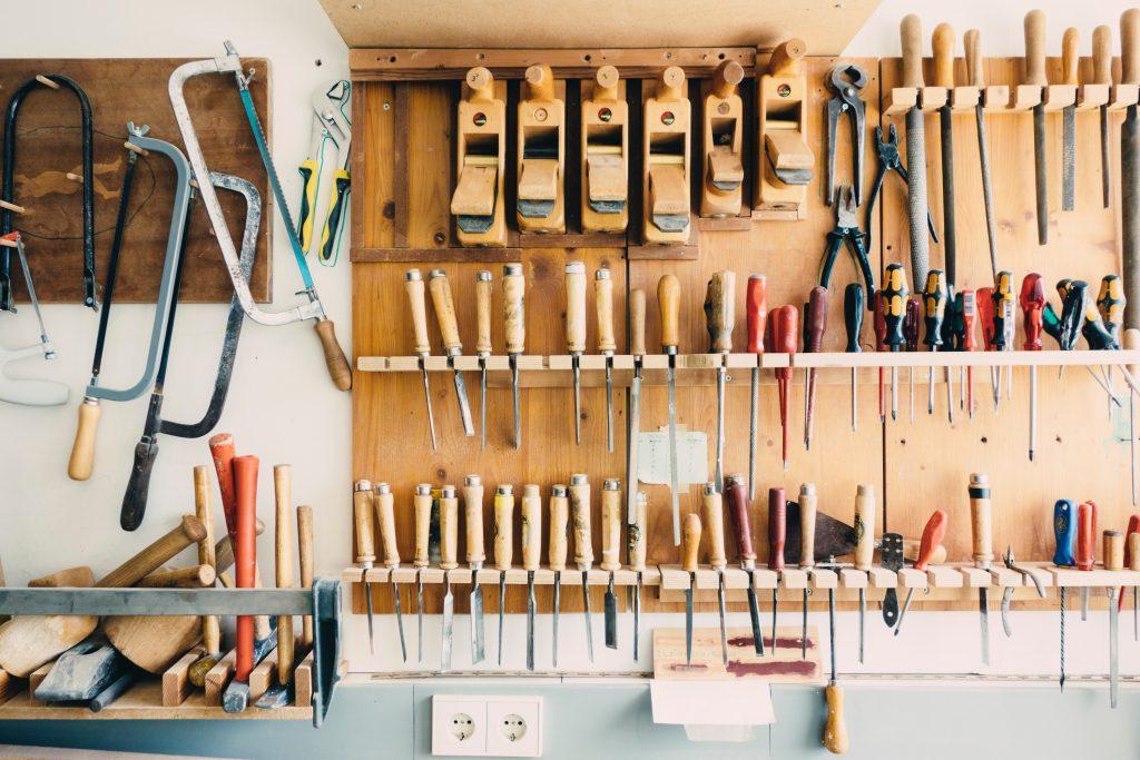 Imagen de taller de carpinteria con herramientas
