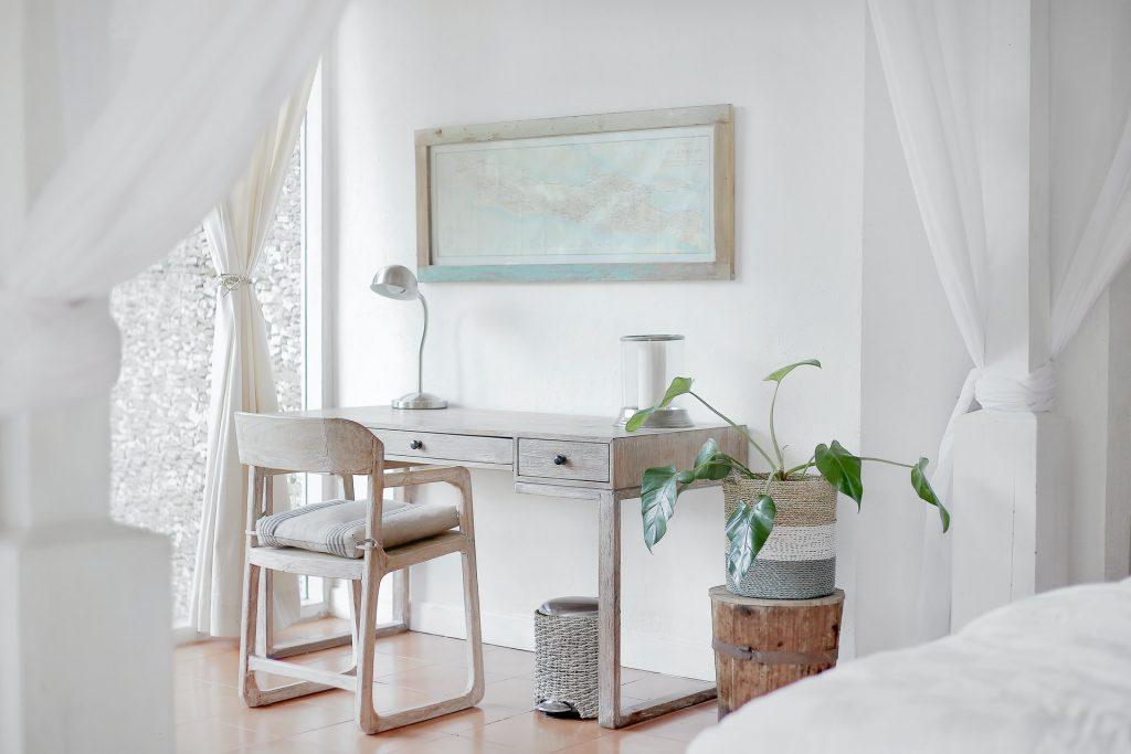Habitación pintada de blanco