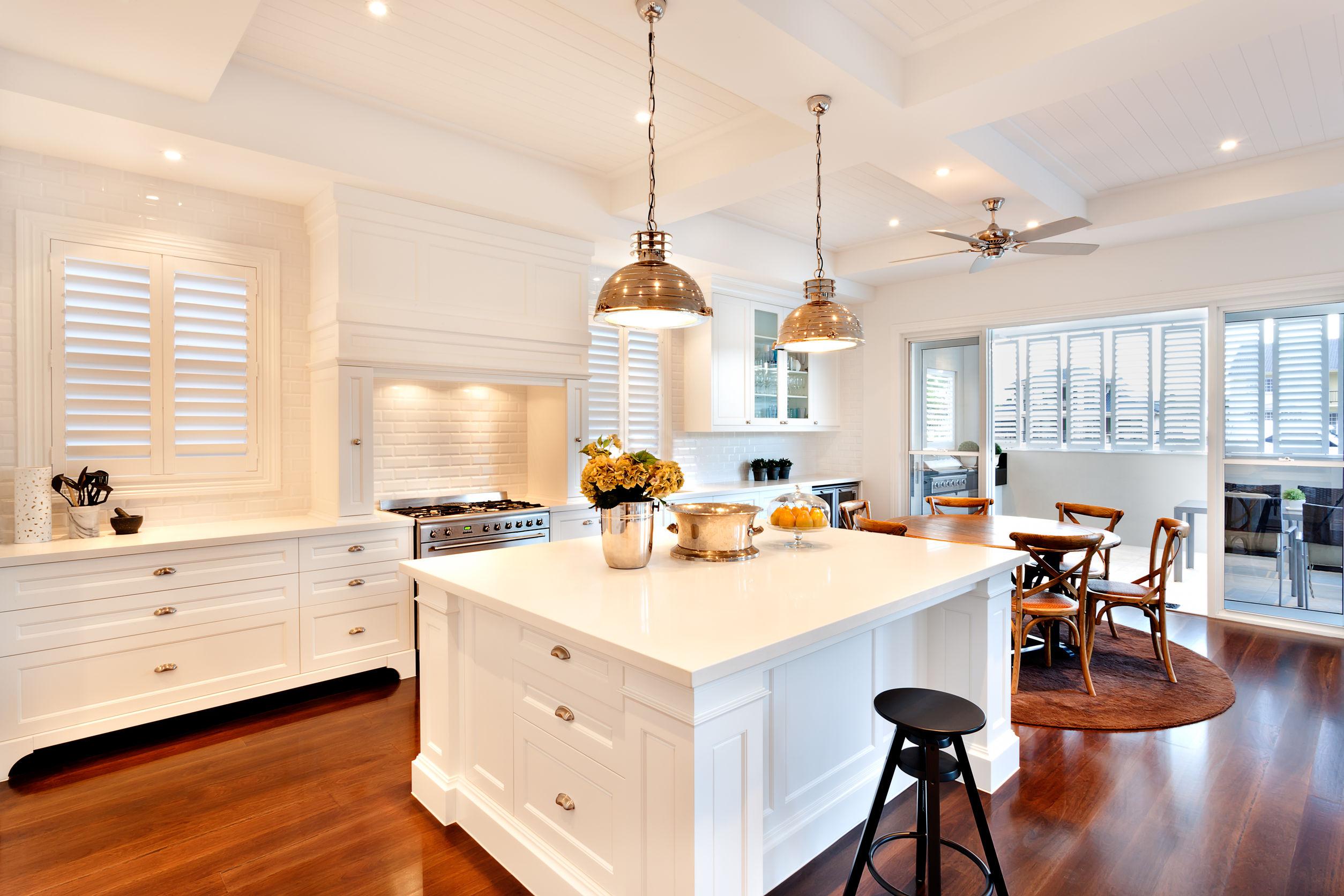 Cocina moderna con lamparas de techo