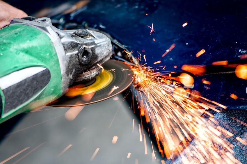 cortando metal