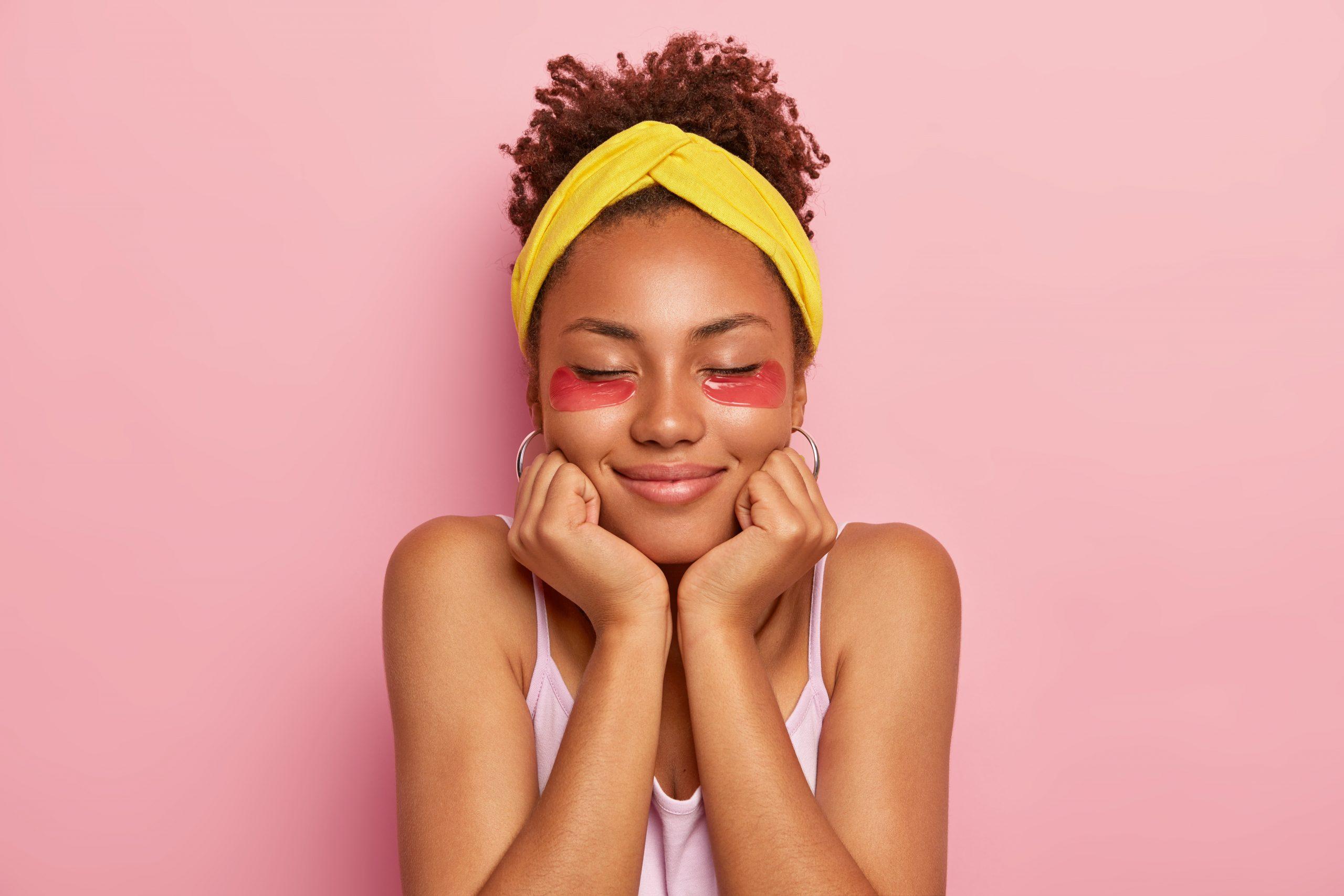 Los parches antiojeras, se aplican fácilmente y son eficaces, son unos de los productos cosméticos más populares entre los famosos de Hollywood