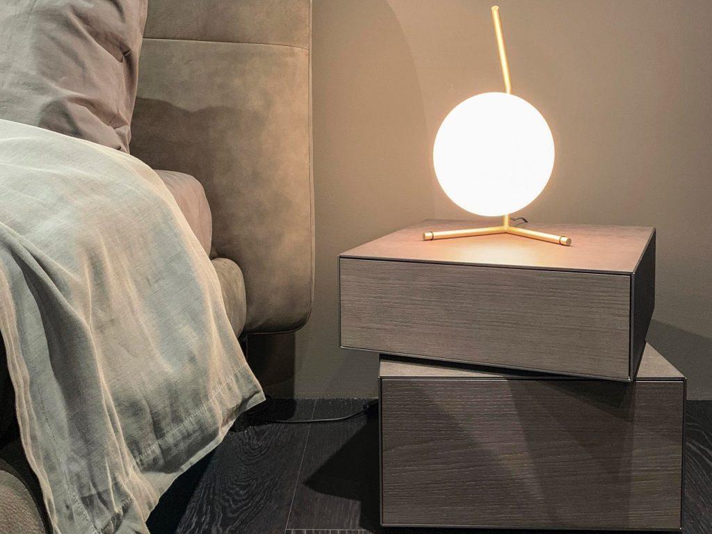 Lámpara de luna en habitación