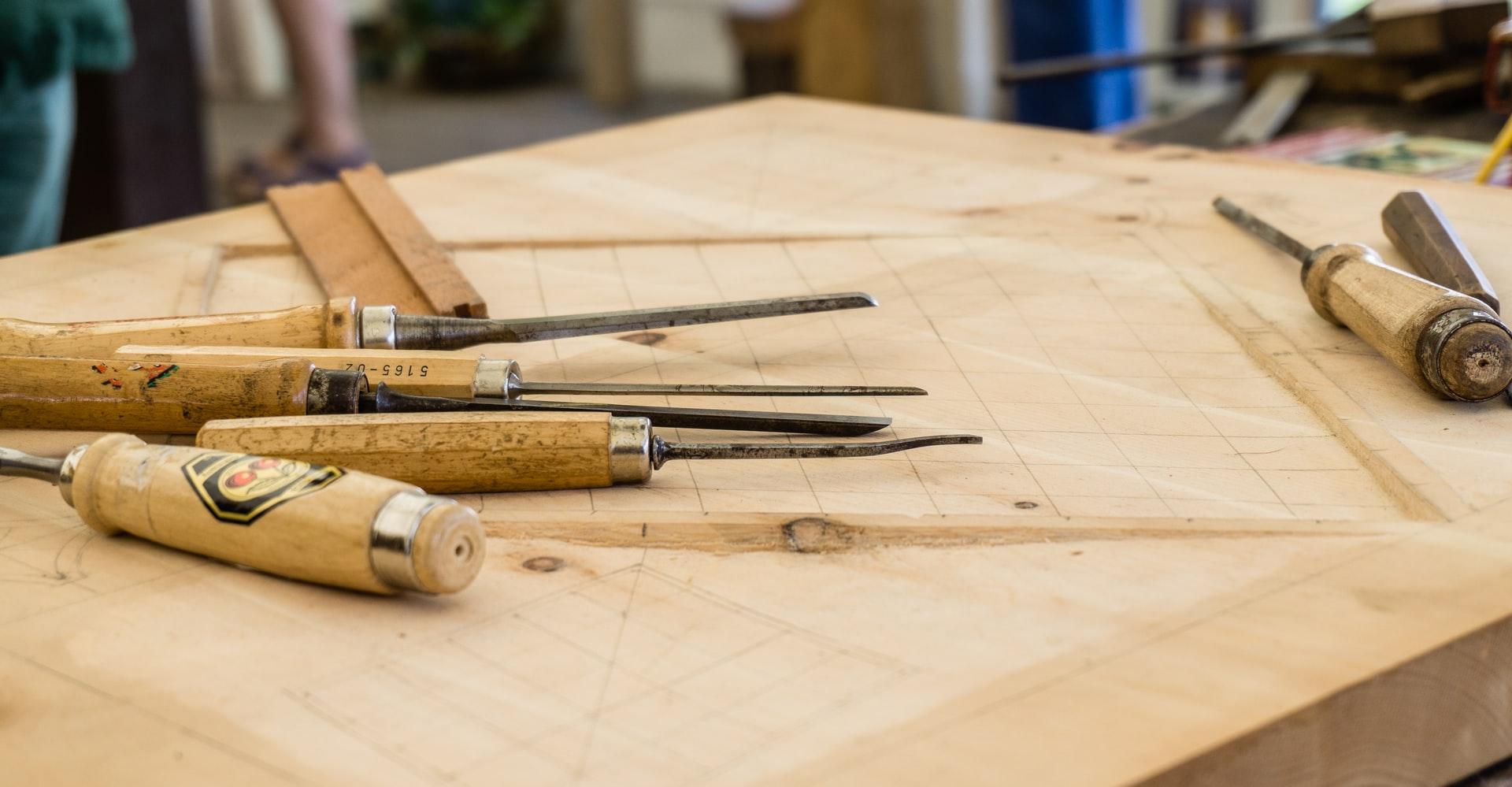 Imagen de punzon en madera